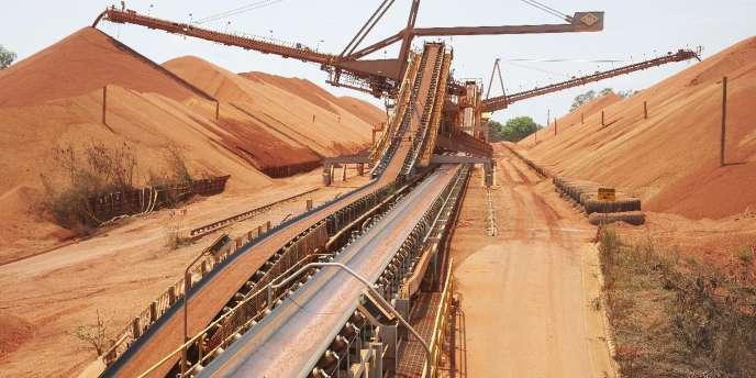 Comme d'autres géants miniers, Rio Tinto a été contraint de déprécier ses actifs de milliards de dollars, après s'être lancé dans une campagne d'acquisitions surpayées en pleine bulle des matières premières.