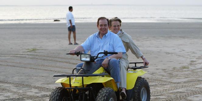 Michèle Alliot-Marie et Patrick Ollier à Doha, au Qatar, lors d'un voyage officiel en 2004.