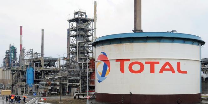 Freinée par la loi dans l'Hexagone, la filière pétrolière française se développe à l'étranger.