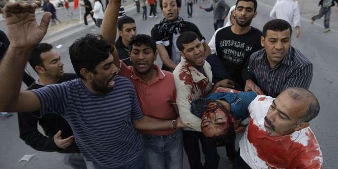 Des dizaines de personnes ont été blessées à Bahreïn vendredi 18 février lorsque la police a ouvert le feu sur les manifestants.