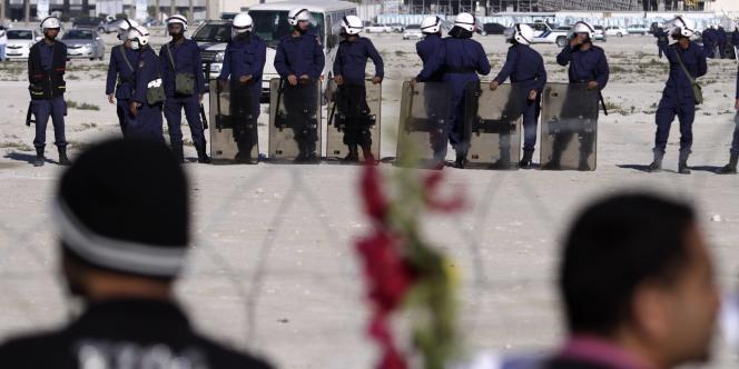 Des manifestants à Manama, samedi 19 février.