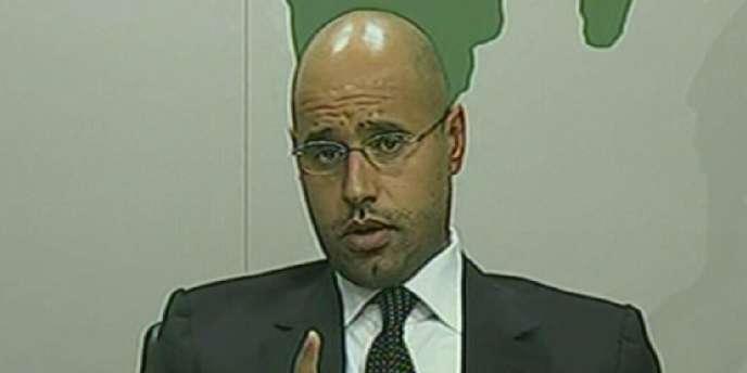 Saïf Al-Islam Kadhafi, un des fils du dirigeant libyen Mouammar Kadhafi, lors de son intervention télévisée, le 20 février 2011.