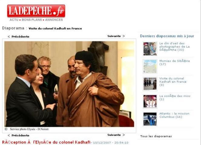 Photographie de la visite de Mouammar Kadhafi à Paris en décembre 2007, produite par L'Elysée et diffusée sur le site de