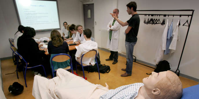 Des étudiants en médecine à Nice en mai 2008.