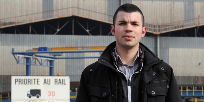 Fabien Engelmann pose le 23 février 2011 dans une rue de la cité sidérurgique de Nilvange.