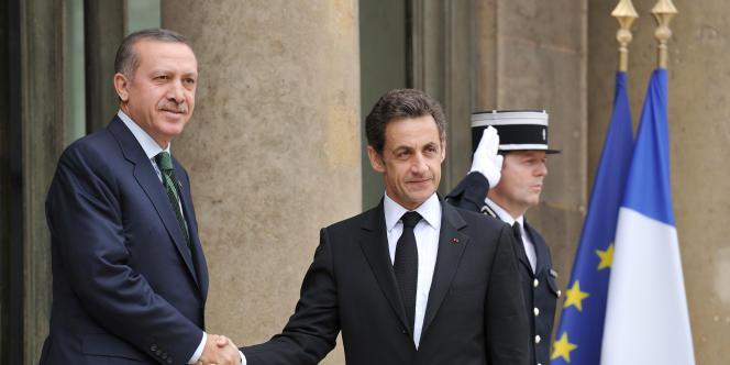 Le premier ministre turc Recep Erdogan et Nicolas Sarkozy, le 7 avril 2010, à Paris.