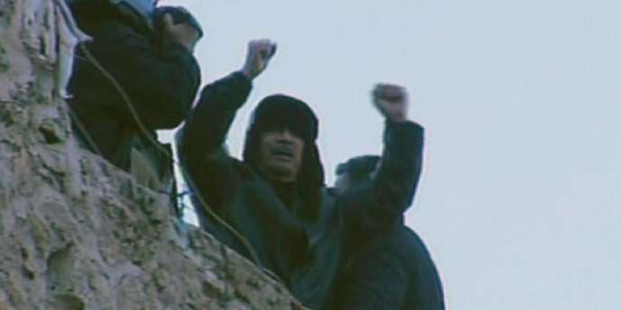 Mouammar Kadhafi lors de son apparition télévisée, le 25 février à Tripoli.