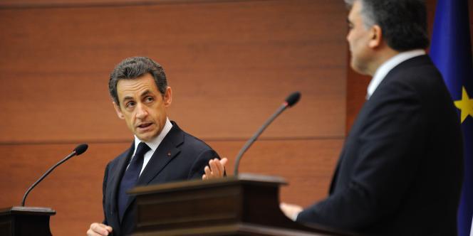Nicolas Sarkozy lors d'une conférence de presse avec le président turc Abdullah Gül, le 25 février à Ankara.
