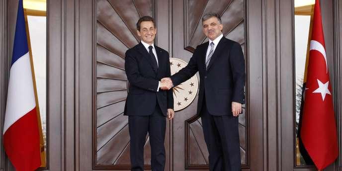 Le président turc Abdullah Gül conteste une proposition de loi prévoyant la condamnation de quiconque nierait l'existence d'un génocide, dont le génocide arménien.
