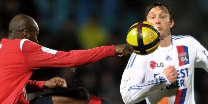 Le Lillois Sow et le Lyonnais Kallstrom auront fort à faire mardi soir en Ligue des champions.