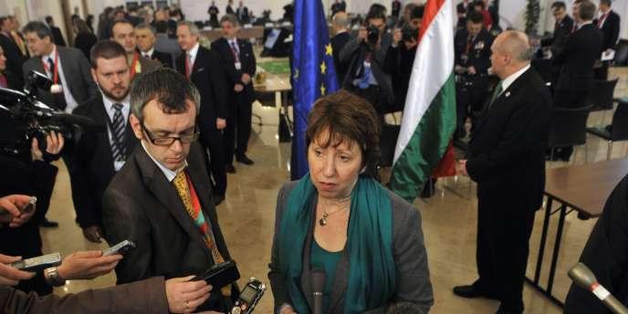 Catherine Ashton a salué la décision de l'ONU de saisir la Cour pénale internationale.