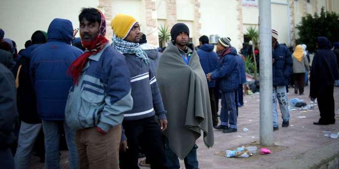 Des réfugiés à la frontière entre la Libye et l'Egypte, le 27 février 2011.