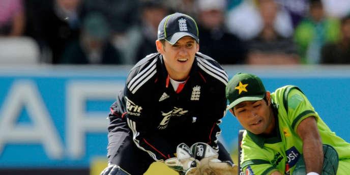 Steven Davies (en noir), le 12 septembre 2010 lors d'un match contre le Pakistan.