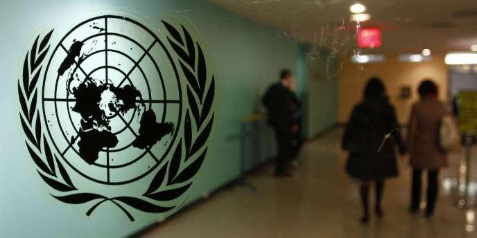 Le logo de l'ONU, à New York, en février 2011.