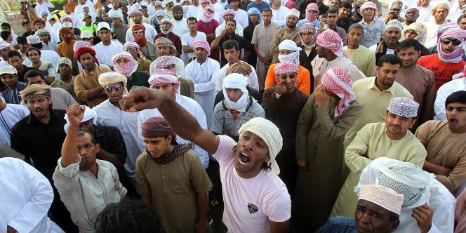 Environ 700 manifestants bloquent le port de Sohar, à Oman, le 28 février.