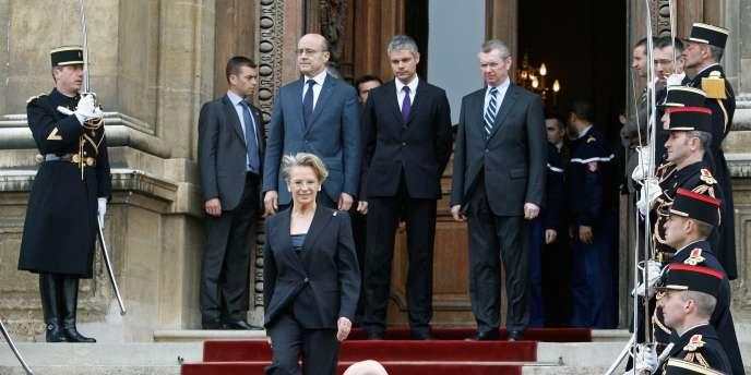 Michèle Alliot-Marie quitte le Quai d'Orsay, mardi 1er mars 2011.