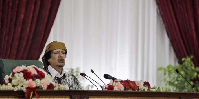 Mouammar Kadhafi s'exprime devant ses partisans le 2 mars à Tripoli.