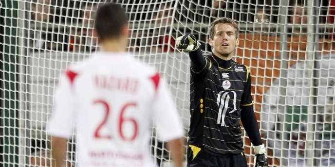 Les dégradations des relations entre Mickaël Landreau et son entraîneur, Rudi Garcia, serait à l'origine du départ précipité du gardien, ici en mai 2010.