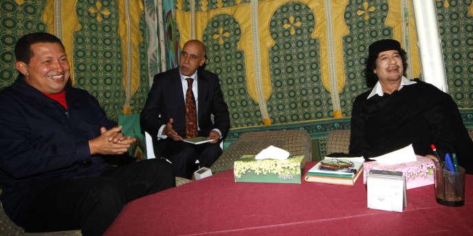 Kadhafi et Chavez lors d'une réunion à Tripoli le 22 octobre.