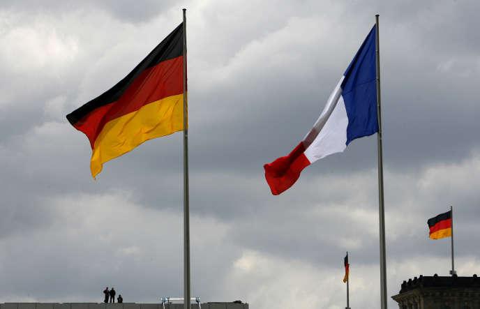 Les drapeaux allemand et français à Berlin.