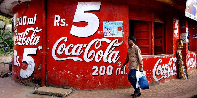 Un magasin aux couleurs de Coca-Cola à Goa. L'entreprise et ses partenaires sont engagés au plan mondial dans un vaste plan d'investissement de plus de 30 milliards de dollars sur cinq ans, pour accompagner la croissance attendue de leurs marchés.
