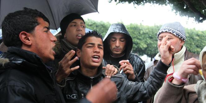 Les jeunes de Kasserine chantent