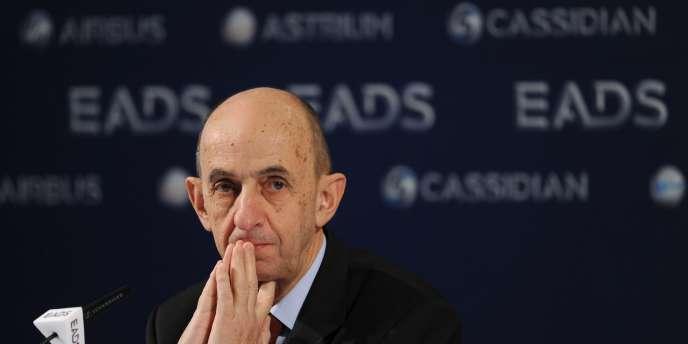 Louis Gallois tente de désamorcer les tensions sur la répartition des pouvoirs au sein de son groupe.