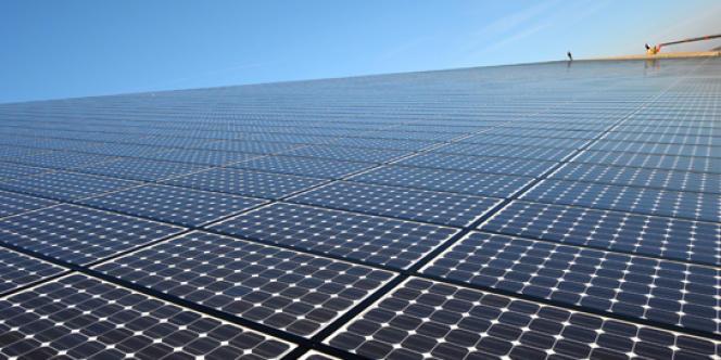 Une petite ville de la banlieue de Madrid s'équipe - à l'initiative de son maire - de panneaux photovoltaïques.