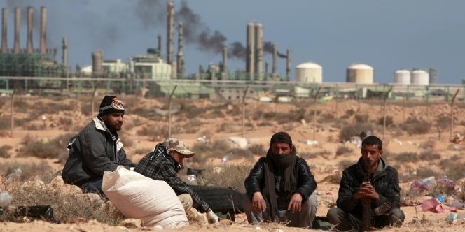 Des rebelles libyens à Ras Lanouf, le 10 mars 2011.