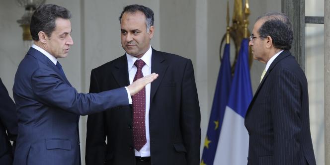 Nicolas Sarkozy reçoit à l'Elysée deux représentants du Conseil national de transition libyen, le 10 mars.