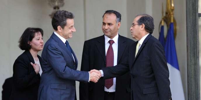 La France est le premier pays à reconnaître la légitimité du Conseil national de transition.