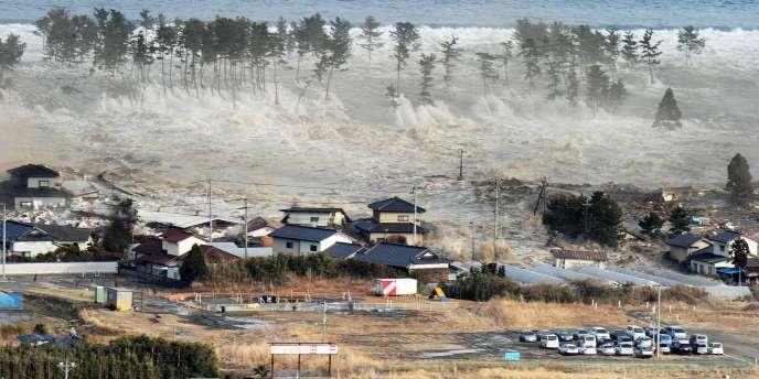 Le tsunami déclenché par un séisme a atteint Natori, au Japon, vendredi 11 mars.