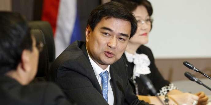 La mise en examen de l'ex-premier ministre Abhisit Vejjajiva, prévue de longue date à l'agenda judiciaire, intervient à un moment de grande tension politique en Thaïlande.