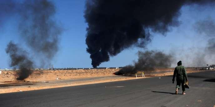 De nombreuses raffineries libyennes, comme ici à Ras Lanouf, ont été bombardées au cours du conflit.