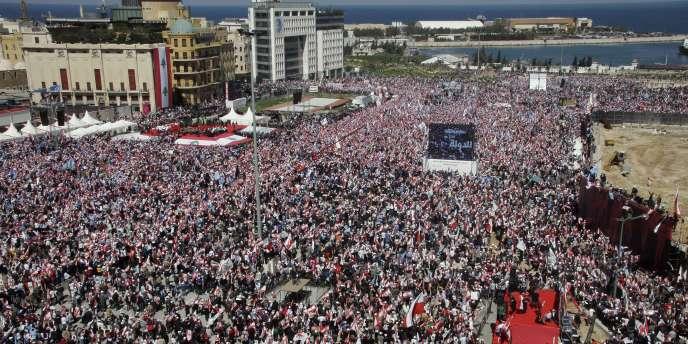 Des milliers de Libanais protestent contre l'armement du Hezbollah, dimanche 13 mars, à Beyrouth.