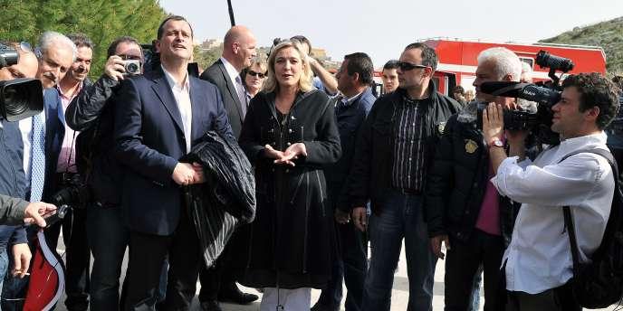 Marine Le Pen et Louis Alliot à Lampedusa, le 14 mars 2011.