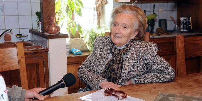 Bernadette Chirac à Vitrac-sur-Montane, en Corrèze, lors de sa campagne pour les cantonales du 20 mars 2011.