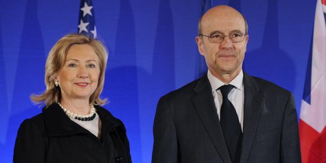 Hillary Clinton et Alain Juppé, à Paris, le 14 mars 2011.