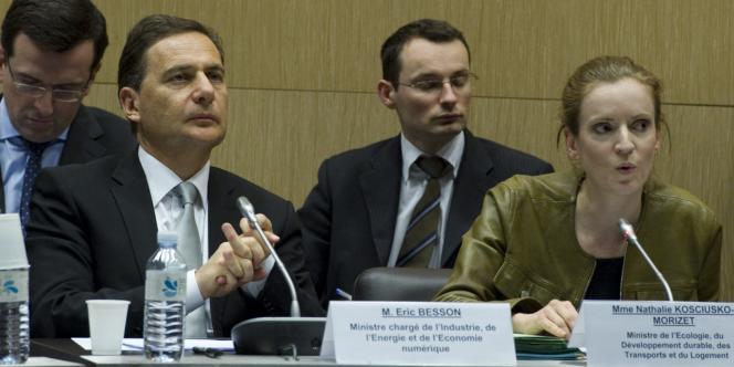 Eric Besson, ministre chargé de l'énergie, et Nathalie Koscisuko-Morizet, ministre de l'écologie, lors de la réunion d'urgence sur le nucléaire à l'Assemblée nationale.