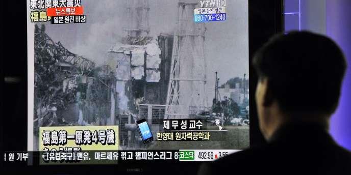 Partout dans le monde, les médias relatent en direct la situation au Japon.