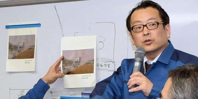 Un employé de l'entreprise Tepco à Tokyo, le 16 mars 2011.