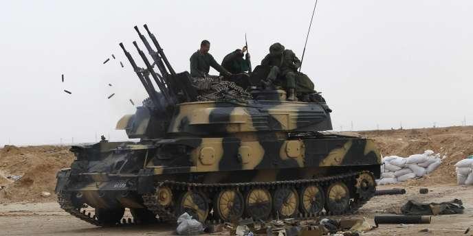 Véhicule de l'armée libyenne, le 16 mars 2011, à Ajdabiya.