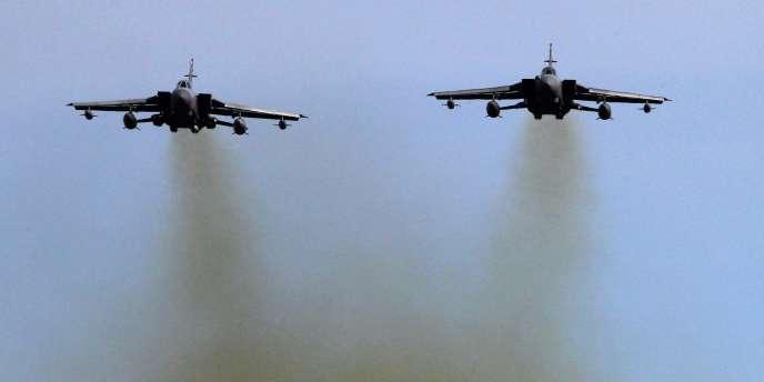 Deux appareils Tornado de la Royal Air Force,  qui pourraient participer à une opération militaires en Libye.