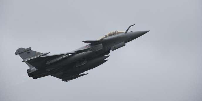 Le premier bombardement français en Libye a eu lieu à 17 h 45, heure de Paris, le samedi 19 mars 2011.