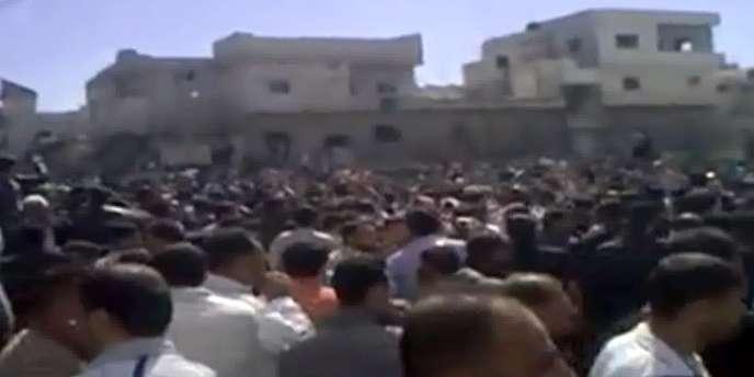 Capture écran d'une vidéo diffusée sur Youtube d'une manifestation en Syrie vendredi 18 mars.