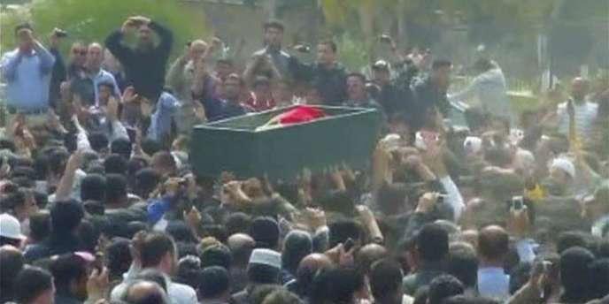 Les funérailles d'un des manifestants à Dara, en Syrie, dimanche 20 mars.