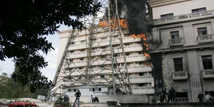L'incendie est survenu à la suite d'un défilé de policiers protestant contre leurs conditions de travail.