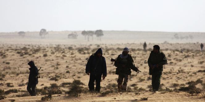 Des insurgés libyens aux environs d'Ajdabiya, le 21 mars.