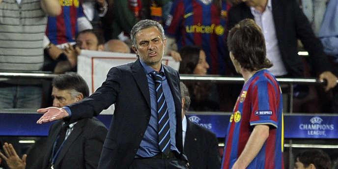 José Mourinho et Lionel Messi, le 28 avril 2010, à Barcelone.
