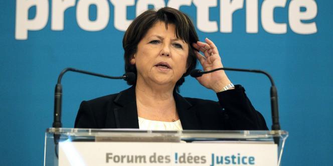 La première secrétaire du Parti socialiste, Martine Aubry, s'exprime à la tribune lors d'un forum organisé par le Parti socialiste sur le thème de la justice, le 14 mars à l'Assemblée nationale, à Paris.